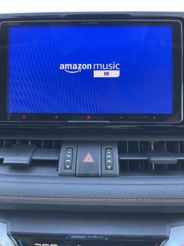 車内で音楽を最大限楽しむなら、サイバーナビとAmazon Musicの組み合わせがオススメです!