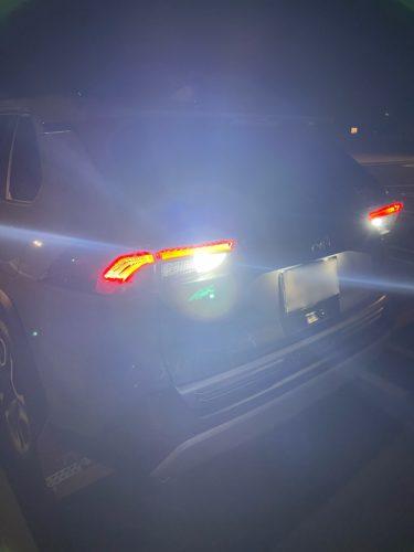 【RAV4カスタム】RAV4のバックランプをfcl.のLEDハイパワーバックランプに変更すると、明るく見やすくなり駐車がしやすくなります!